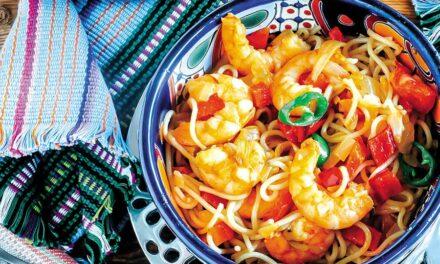 Espaguetis con langostinos al estilo mexicano con un toque picante