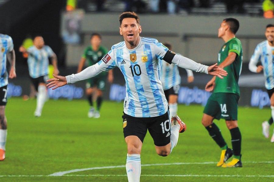 La noche 10 de Messi y una goleada para dar otro paso a Qatar 2022